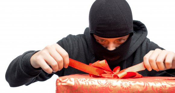 Going Away for Christmas? Don't Make Your Home an Easy Target for Thieves…